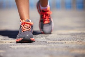 16634537-cropped-view-of-a-pair-of-woman-s-feet-wearing-sports-trainers-and-walking