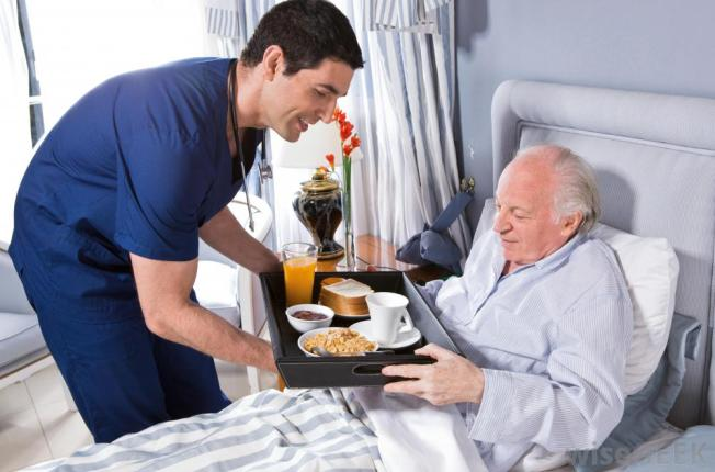 nurse-giving-man-food-in-hospital